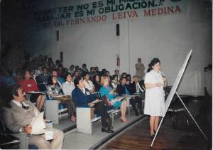 Anita Melman impartiendo un curso